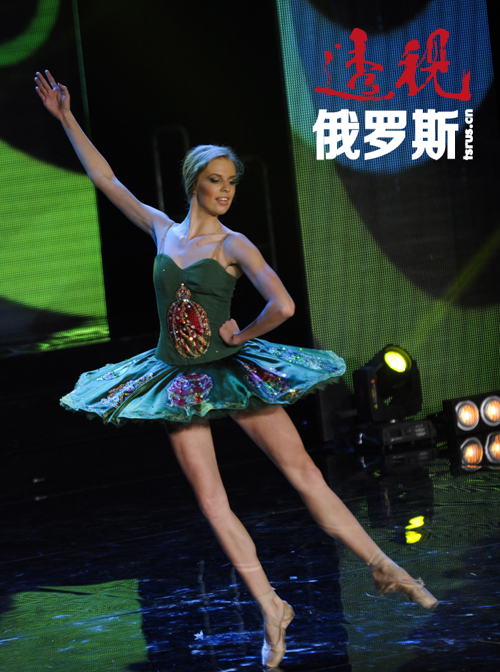 伊琳娜是一位芭蕾舞演员,人民剧院《胡桃夹子》舞剧的独舞演员。
