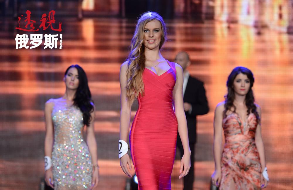 """一年一度莫斯科重要的美丽与才艺演出""""2014莫斯科小姐""""在Et Cetera剧院举行。"""