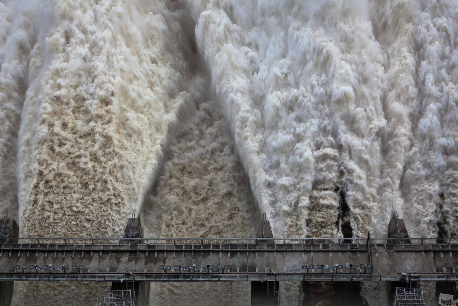 We continue to present you with the works from the finalists of Russia's largest photography contest, The Best of Russia 2013. Today's selection is from the 'Nature' category. // Releasing water at the Zeiskaya hydroelectric power plant during flooding in the Amur region.