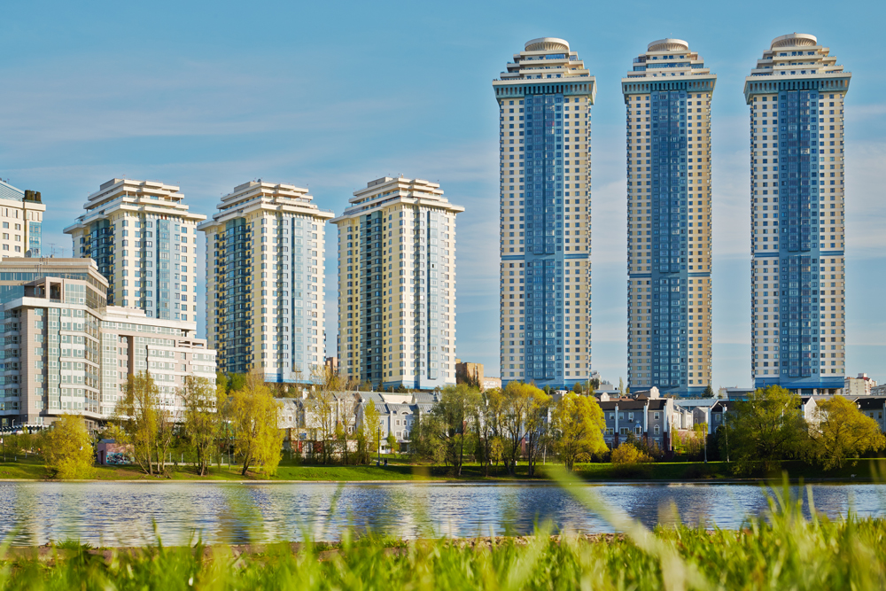 The Sparrow Hills residential complex consists of seven buildings, the tallest of which towers 188.2 meters and has 48 floors. According to some estimates, the cost per square meter in one of these residences could be $20,000.