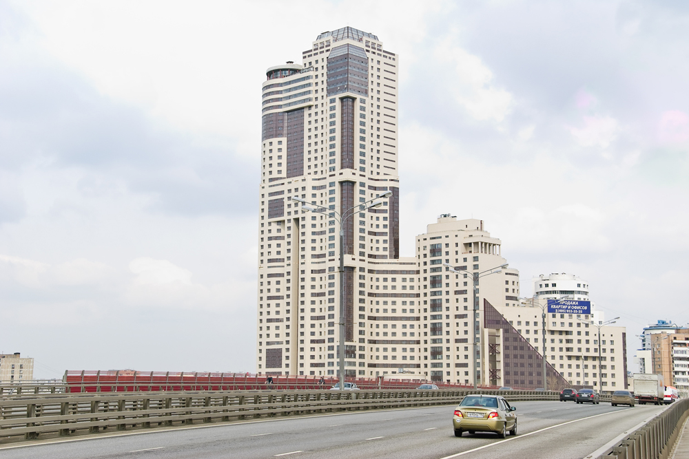 "The Continental residential complex is one of the largest in Moscow, housing 508 apartments with a total area of ​​nearly 150,000 square meters. The complex was built as part of the ""New Ring of Moscow"" project, under which 60 apartment buildings are due to appear in the capital by 2015."