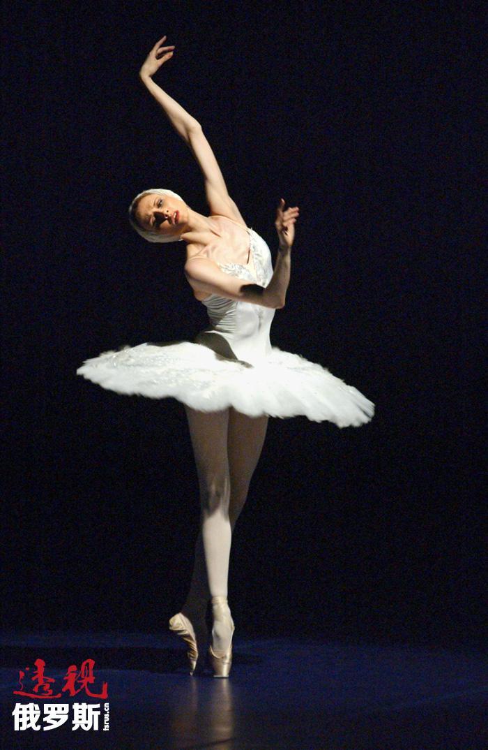 """斯维特兰娜•扎哈洛娃(Svetlana Zakharova)是俄罗斯著名芭蕾舞女演员、莫斯科大剧院首席芭蕾舞女演员,于2008年获得""""俄罗斯人民演员""""称号。"""