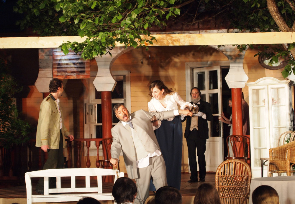 The two productions differed in their vision: the first day, May 17, saw a performance by the Gorky Drama Theater from Nizhny Novgorod, while on the final day, May 24, it was staged by Spanish actors from Madrid's Chekhov Chamber Theater.
