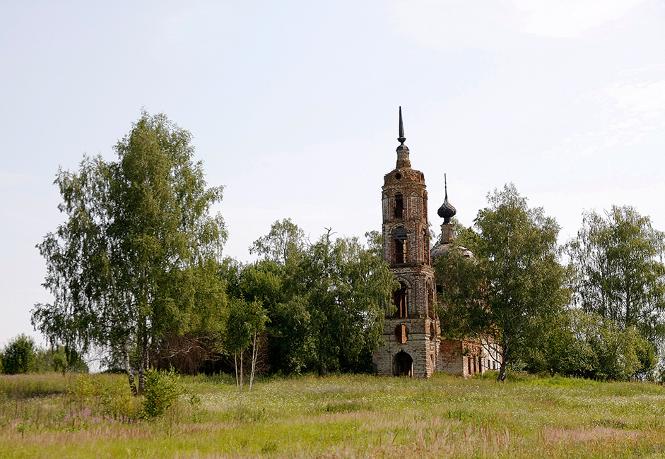 Along the way, you'll see many abandoned churches. This is all that's left of the villages that used to exist here before their residents left them.