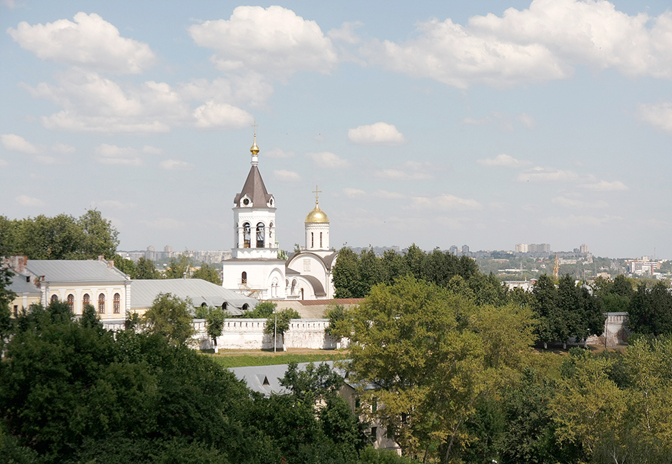 The Rozhdetsvensky (Nativity) Monastery is one of the oldest in Russia. It was founded in 1191 during the heyday of the Grand Duchy of Vladimir-Suzdal. It is now the second most-famous monastery after the Trinity Lavra of St. Sergius.