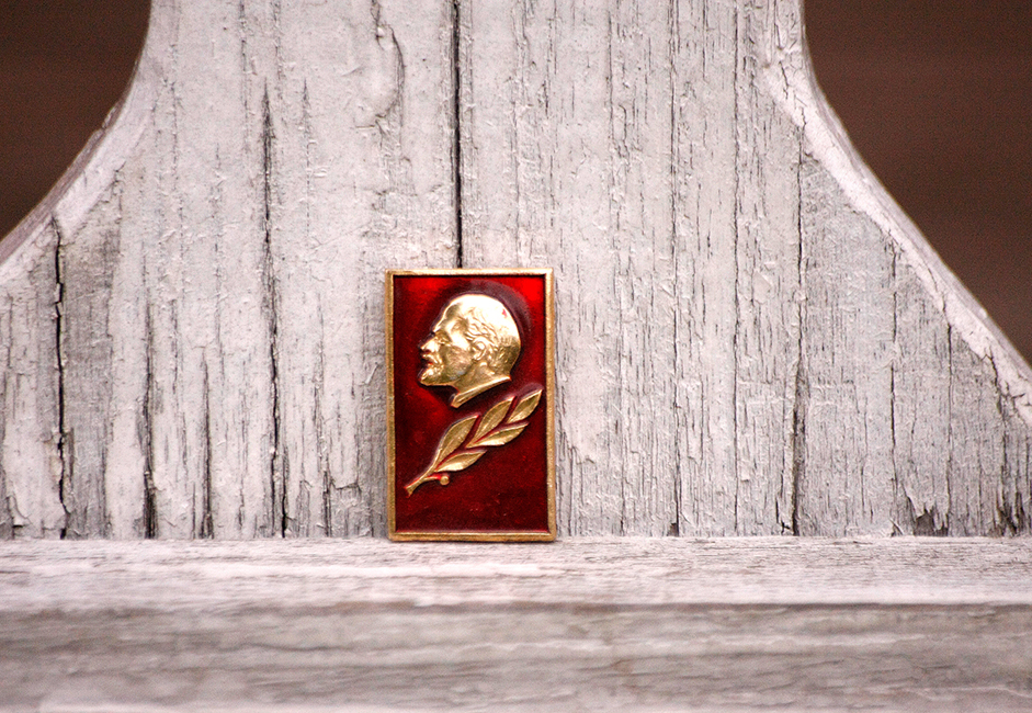 A typical Soviet souvenir pin offered to foreign tourists from Western Europe and the United States.