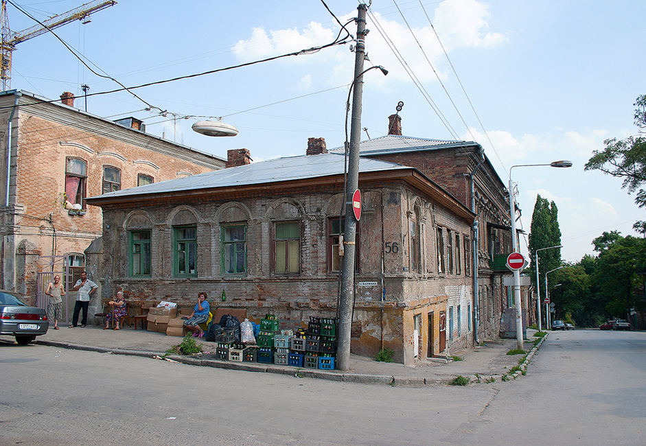 Today's Rostov-on-Don is a modern, prosperous city, although it's interesting to note that the city has preserved its historic architecture. In addition, 30 and 40 years ago, there were garbage collection points for glass dishware.
