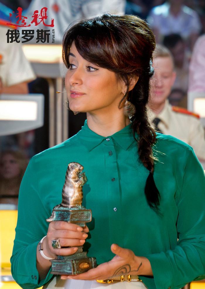 2003年2月起蒂娜开始主持博学娱乐性质的电视游戏节目——《最聪明》。这个节目和蒂娜•康德拉吉两次成为最有威望的俄罗斯电视大奖的获得者(2004 和 2009)。