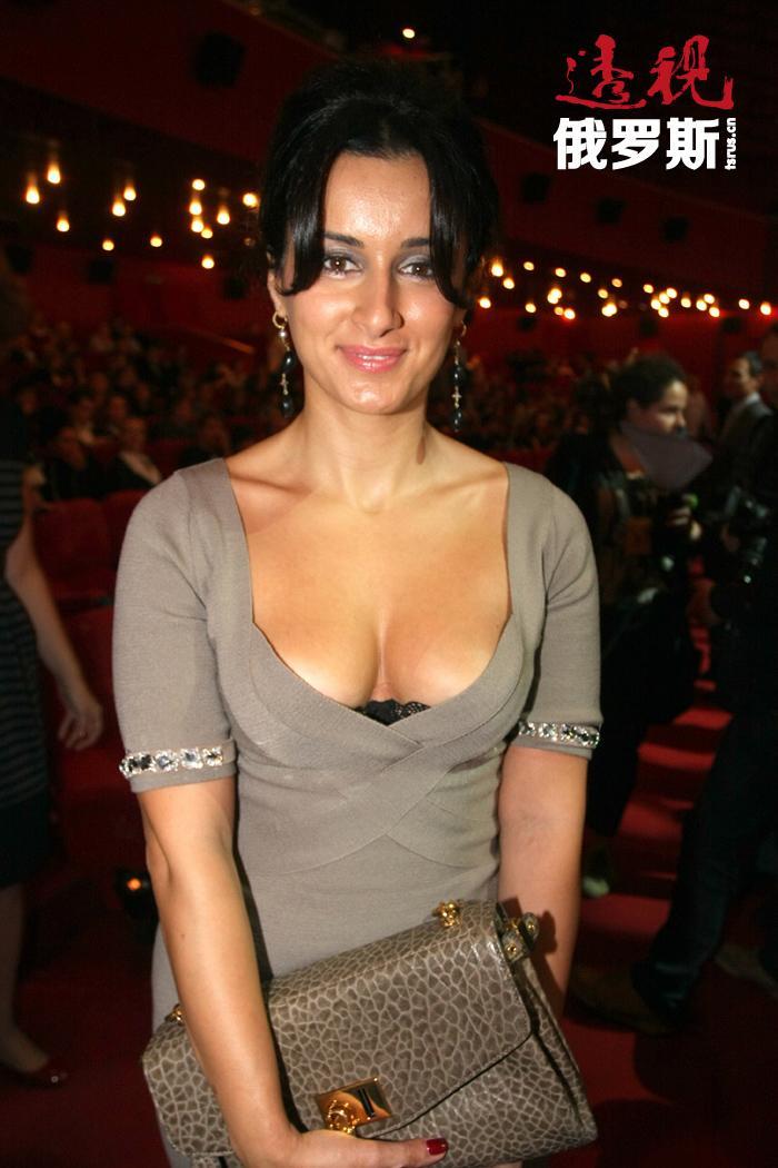 """蒂娜名列""""性感排名""""的名单,被认为是俄罗斯最性感的电视主持人之一。"""