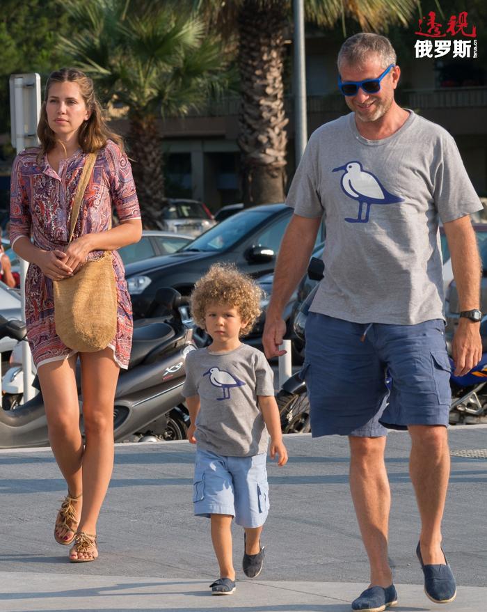 达里娅与罗曼仍未正式进行婚姻登记,但已于2009年12月为罗曼产下一子,2013年4月又生有一女(罗曼在第一次婚姻中生有5个孩子——编者注)。