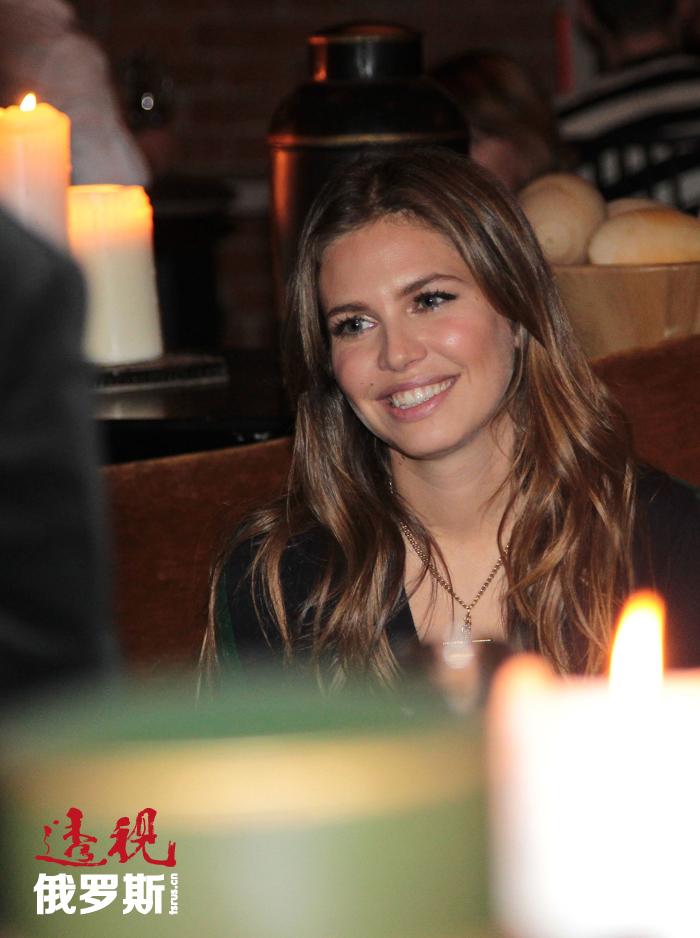之后,达里娅常常陪伴罗曼出席各种活动。2007年,阿布拉莫维奇与自己的妻子伊琳娜离婚。