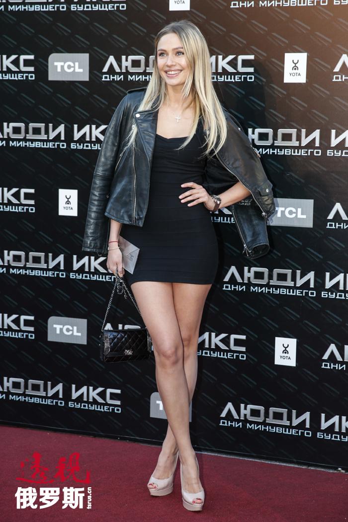2003年,鲁多娃毕业于伊万诺沃州文化学院,之后搬往莫斯科居住,希望成为一名演员。