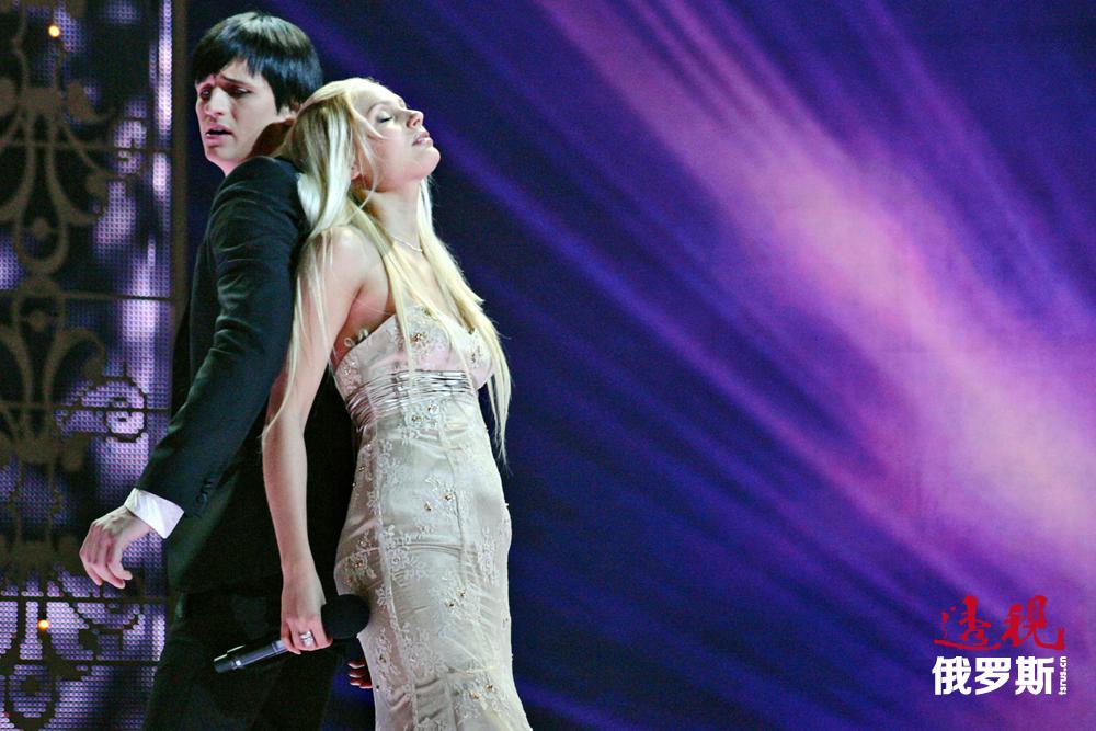 鲁多娃还多次参加娱乐节目。例如,在《两颗星星-2》节目中,她甚至与流行歌手德米特里•卡尔杜恩合唱歌曲。