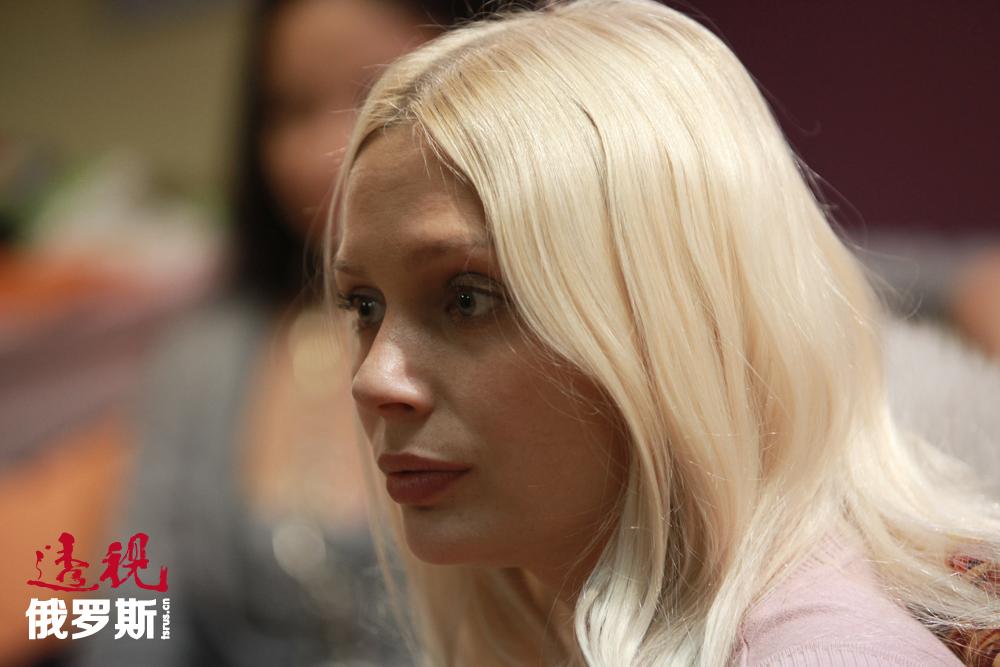 目前,鲁多娃风头正健,被邀请出演各种影片和电视剧。