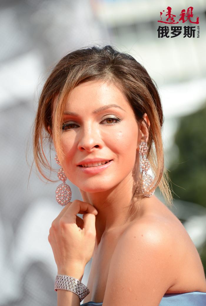《波洛的失败》是叶莲娜的电影处女作,她在其中客串一个角色。