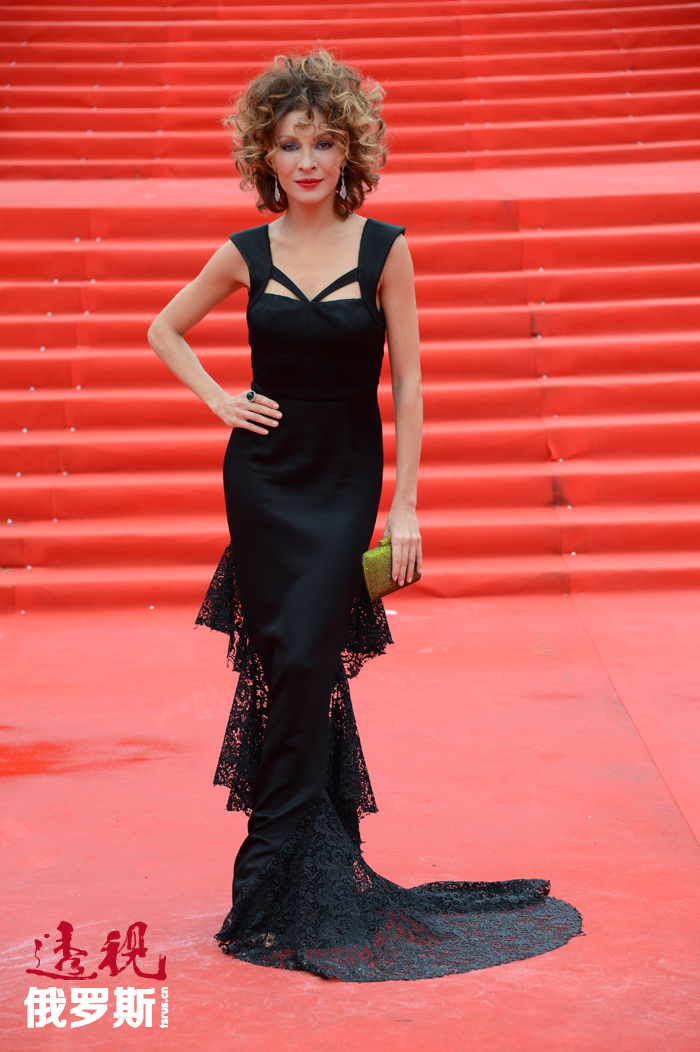 2014年5月,影片《厨房轶事在巴黎》上映。新一季《厨房轶事》计划于同年秋天播出,叶莲娜在其中扮演主角。