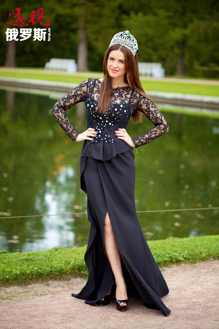 尤利娅•约宁娜1984年10月20日出生于列宁格勒(现圣彼得堡)。她非常难能可贵地在不同领域获得成功,是不可多得的好榜样。