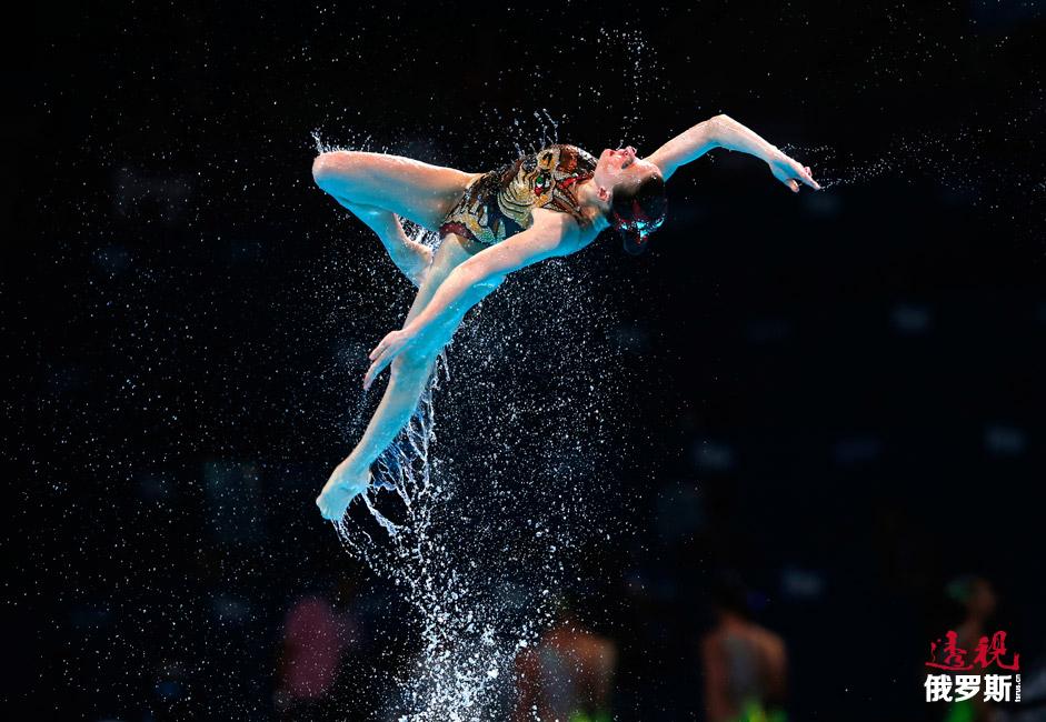 """""""所有代表队都需要注意自己表演中的任何好元素和有趣的动作衔接没有被别人模仿。所有这些都隐藏在表演中"""",2012年伦敦奥运会花样游泳项目三块金牌得主奥尔加•布鲁斯尼金娜表示。"""
