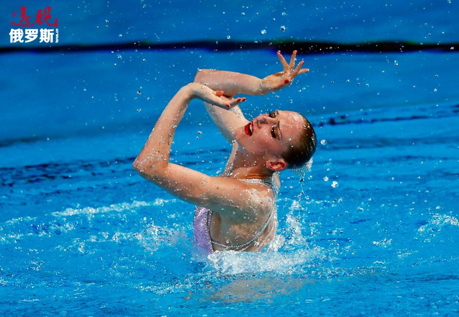 斯维特兰娜•科列斯尼琴科自2005年加入俄罗斯国家队。在此期间,她获得三次奥运会冠军、15次世锦赛冠军和7次欧锦赛冠军。图中:她在参加2013年的单人项目表演中。