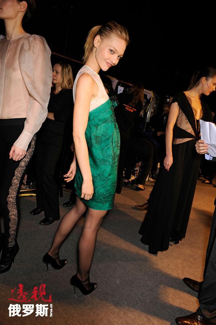 萨沙(亚历山德拉)·皮沃瓦罗娃是唯一一位连续六年参加普拉达公司广告活动的超模。亚历山德拉不止一次参加夏奈儿、古驰、迪奥、路易威登、爱马仕、杜塞班纳、华伦天奴、纪梵希等顶级时装屋的展示会。
