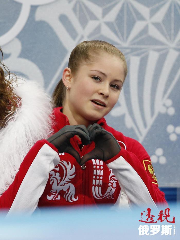 她是众所周知的索契冬奥会花样滑冰团体赛冠军成员。