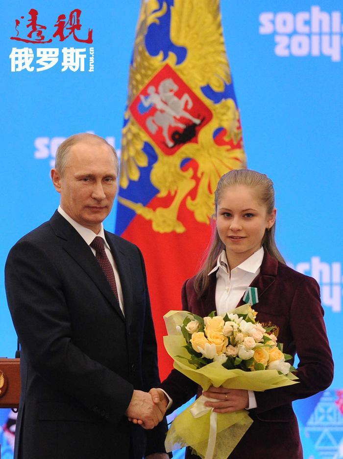 """利普尼茨卡娅获得""""功勋运动大师""""称号并位居国际滑冰运动联合会排行榜第三名。"""
