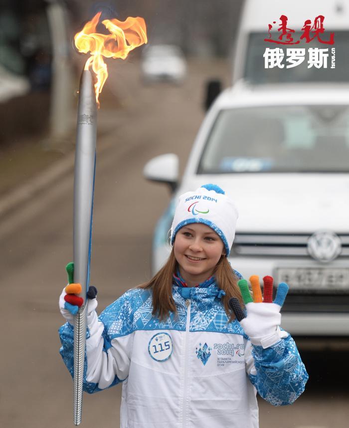 9岁以前尤利娅一直在叶卡捷琳堡接受花样滑冰训练,直到著名教练艾特利•图特别丽泽(Eteri Tutberidze)发现了她并邀请她来莫斯科定居并训练。