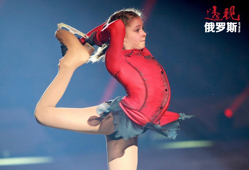 年轻的利普尼茨卡娅能完成很多极复杂的动作,其中的一些经验丰富的运动员也难以做到。