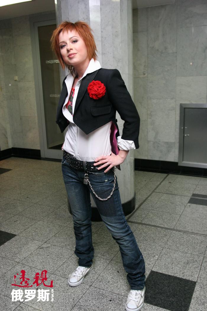 2003年,尤丽娅参加了著名电视节目《星工场2》。虽没取得第一名,却入围了前五强。节目秀后她的事业开始如日中天。