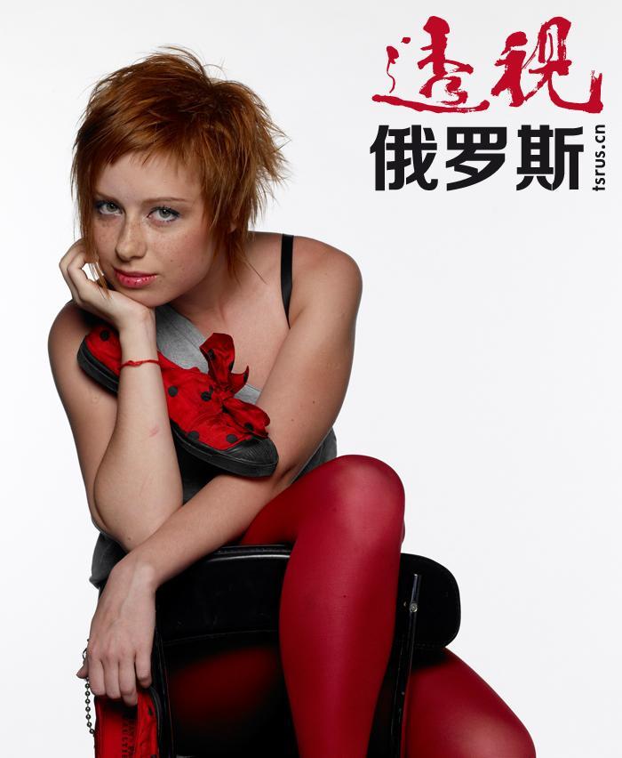 """2004年,尤丽娅以一首《相信我》代表俄罗斯参加了""""欧洲歌曲大赛""""。"""