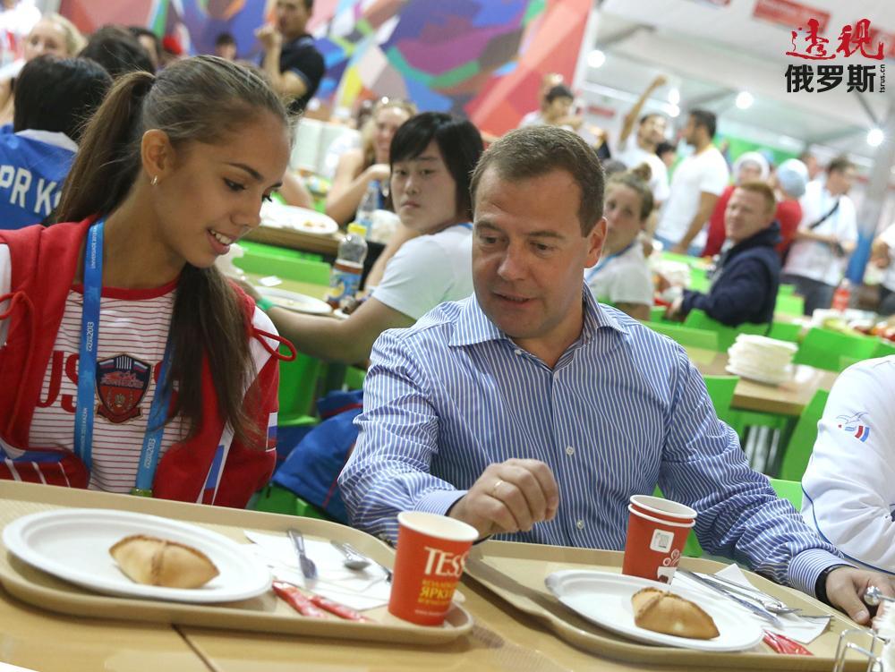 这就为什么玛格丽特能与俄罗斯总理德米特里·梅德韦杰夫共进早餐!