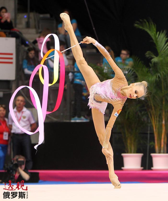 亚娜·库德里亚夫采娃夺得圈操和棒操金牌,并与好友玛格丽特·马蒙共获球操和团体赛冠军。