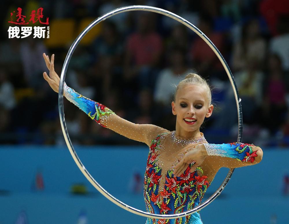 此前获得此项殊荣的最年轻运动员为阿丽娜·卡巴耶娃和叶莲娜·卡尔普辛娜,获奖时年仅16岁。