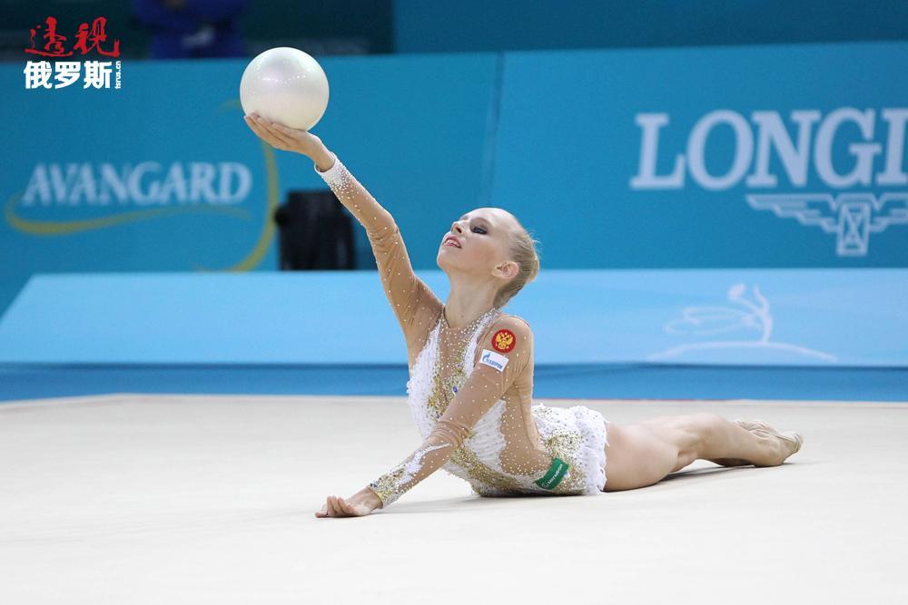 亚娜·库德里亚夫采娃个人教练叶莲娜·卡尔普申科认为,亚娜·库德里亚夫采娃运动特性的形成与其父亲——1992年奥运游泳冠军阿列克谢·库德里亚夫采夫关系密切。