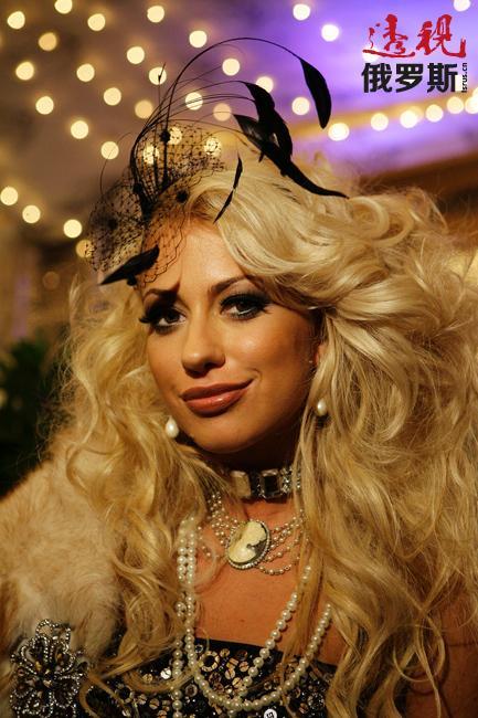 """正如安娜自己所说,""""安娜•杜博维斯卡娅""""品牌(«Anna Dubovitskaya»)——专为高尚内敛性格坚强的成功女性而设计。"""