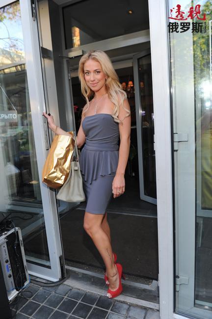 1983年3月6日安娜•杜博维斯卡娅在萨拉托夫出生。