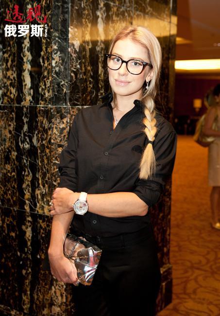 """2009年安娜决定再拿一个高等文凭,也就是第三个——""""服装设计""""专业。"""
