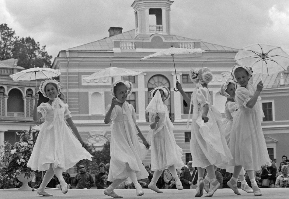 The first professional Russian ballet school was founded in 1738 by order of Empress Anna of Russia (Anna Ioannovna) by the French-born Jean-Baptiste Landé who was a dance master at the Petersburg born in France and a dance master at the Petersburg Landed Gentry Corps. In pre-revolutionary times, most teachers at the school were foreigners.