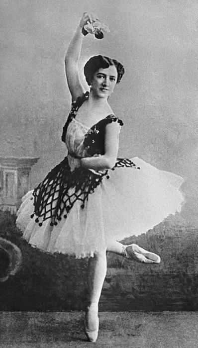 The ballerina remembered her life on stage with bitterness. She was only given main roles not long before the end of her performance career. In 1915, she received the title of 'ballerina', but in 1916, she left her career on stage. Beginning in 1921, she began teaching at the school where she herself had studied.