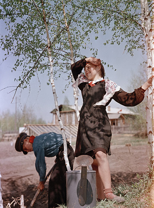 20 thousand photographs by Semyon Fridlyand, a Soviet photographer and master of color photography, have appeared in an archive at the University of Denver.