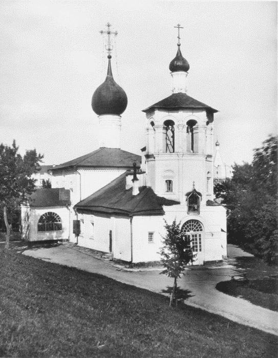 The Church of Konstantin and Elena in the lower section of the Kremlin Garden was built in 1692 by Empress Natalia Naryshkina, mother of Peter I. It was demolished in 1928 under the pretext of creating a sports ground for Red Army soldiers. Now the site is home to government buildings and a helipad.