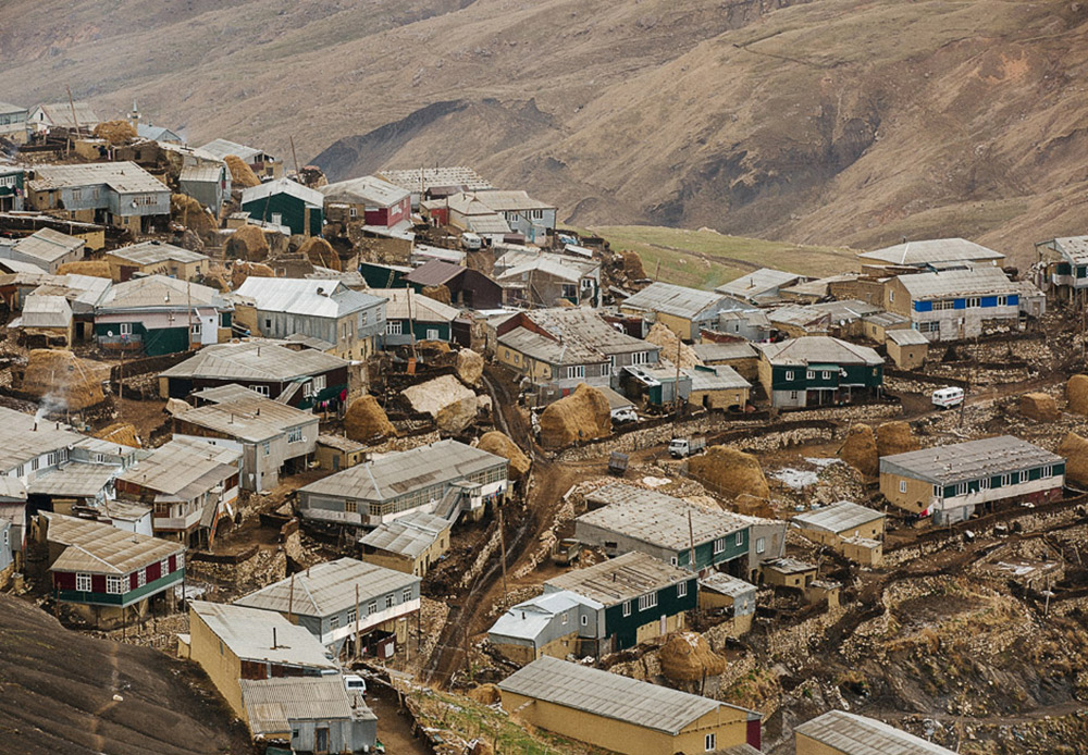 The village of Kurush. All of the village's residents live exclusively on raising livestock, since growing vegetables at this altitude is practically impossible.