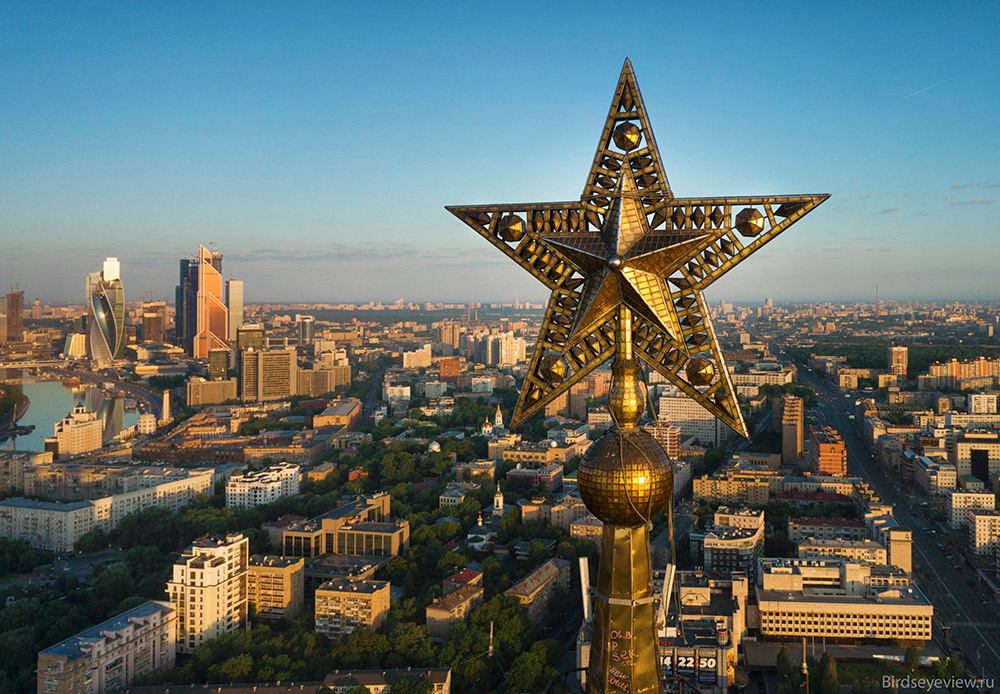 There is only a handful of people in Russia who have managed to see the spires and five-meter tall stars of Moscow's Stalinist skyscrapers, or the Seven Sisters, up close. / Kudrinskaya Square Building. Height: 156 meters
