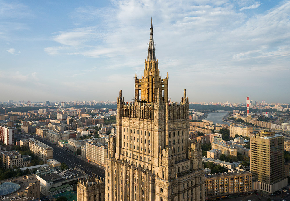 Stars exist on only six out of the seven Sisters, since the spire on the Ministry of Foreign Affairs building proved to be too weak to hold the installation. / The Ministry of Foreign Affairs building on Smolenskaya-Sennaya Square. Height: 172 meters