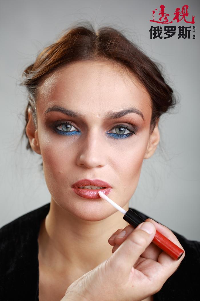 沃多纳耶娃经常作为模特拍摄不同的写真,去年参与拍摄了电视节目《与星共舞》。