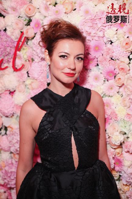 俄罗斯著名电视节目主持人、记者塔妮娅·格沃尔吉扬(Tanya Gevorkian)是一位已在多个领域证明自己天赋和能力的女性。多年来,她曾从事过电视节目主持人、记者,甚至演员等工作。