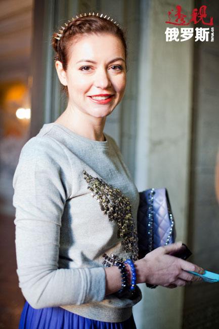 然而,塔妮娅·格沃尔吉扬的职业生涯却是从做记者开始。当时,她开始在Maximum广播电台做新闻专员。