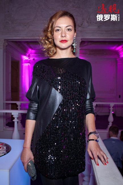 2001年,塔妮娅成为时尚杂志《Yes!》的主编,直至2006年,她成功将编辑工作与电视事业相结合。