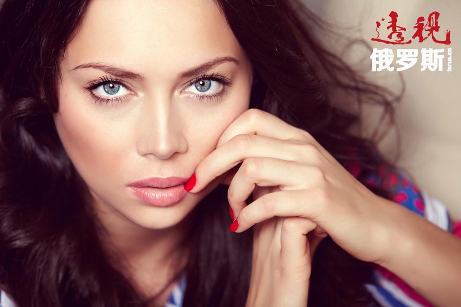 娜斯塔西亚·萨姆布尔斯卡娅是俄罗斯话剧和电影演员、歌手、电视节目主持人。