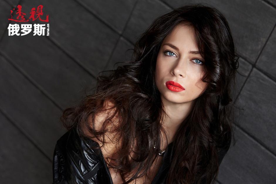 2012年,电视剧《大学》中的明星娜斯塔西亚出演了情节剧《提前射击》。